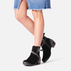 WOMEN'S MORRISON MID CASUAL BOOTS in  - on-body view.